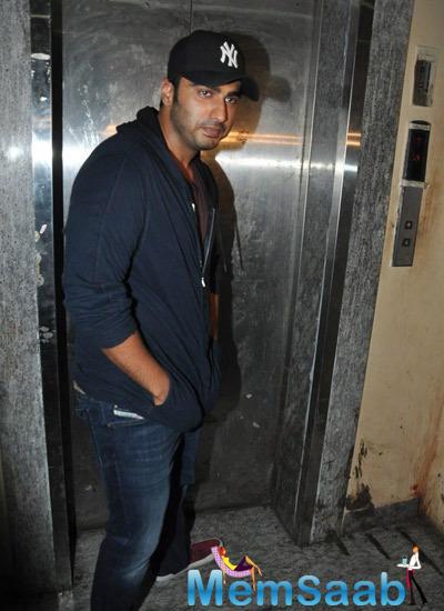 Arjun Kapoor Stylish Look During The Screening Of Haider At Juhu