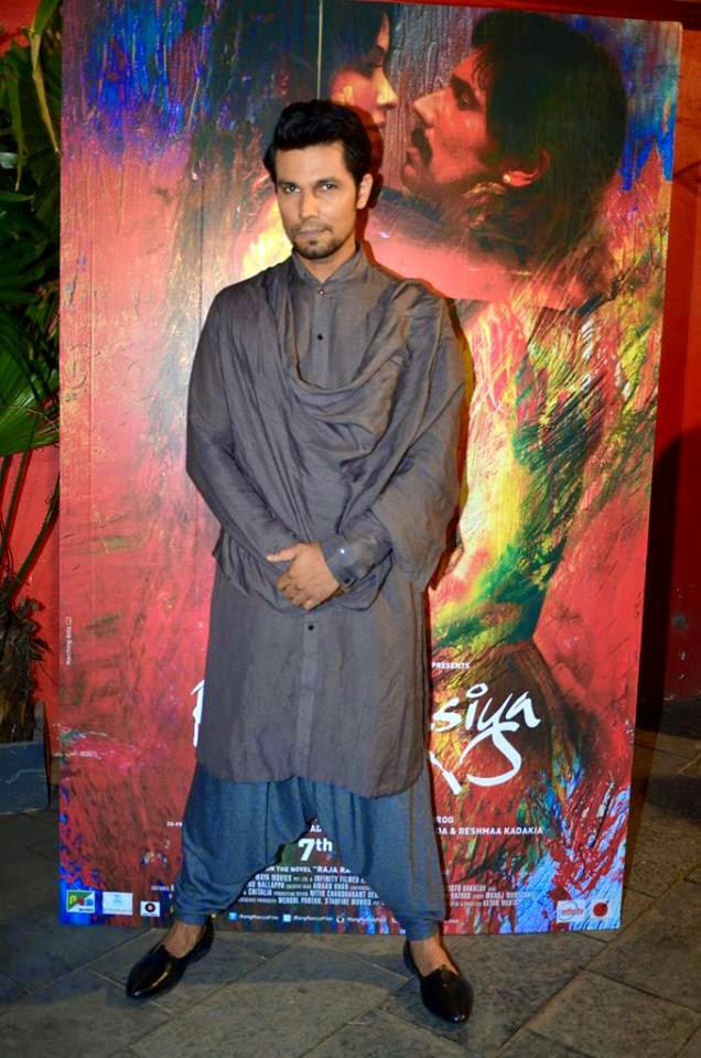 Randeep Hooda Posed In Front Of The Painting At Rang Rasiya Promotional Event