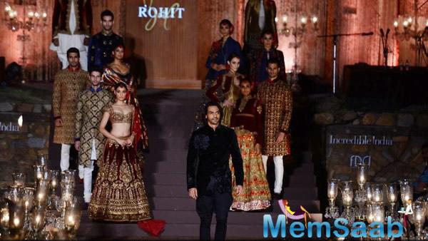 Arjun Rampal Walks On Ramp For Rohit Bal During WIFW Spring-Summer 2015 Grand Finale