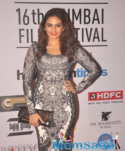 Huma Qureshi Shimmery Look During The Opening Ceremony Of 16th Mumbai Film Festival 2014