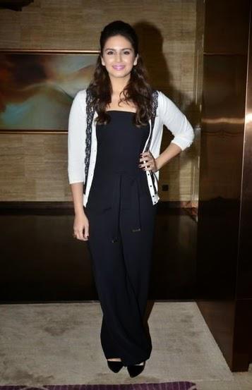 Huma Qureshi Strikes A Charming Pose For 16th Mumbai Film Festival 2014 Day 5