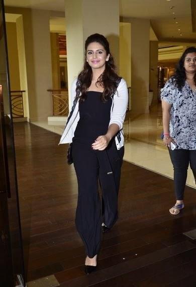 Pretty Huma Qureshi Snapped At Mumbai Film Festival 2014 Inauguration