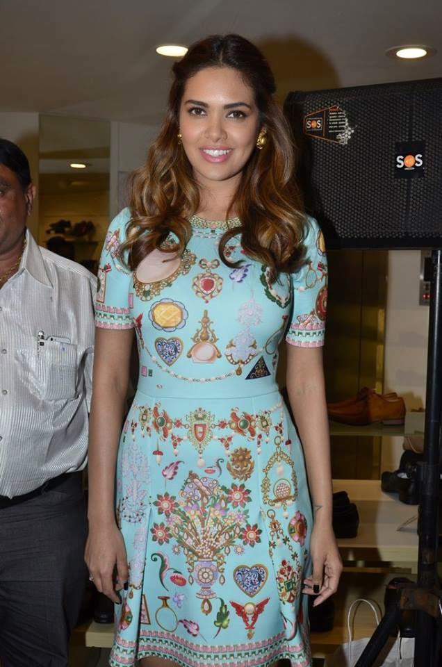 Esha Gupta Attended The Opening Of A Bata Store In Bandra At Hill Road, Mumbai