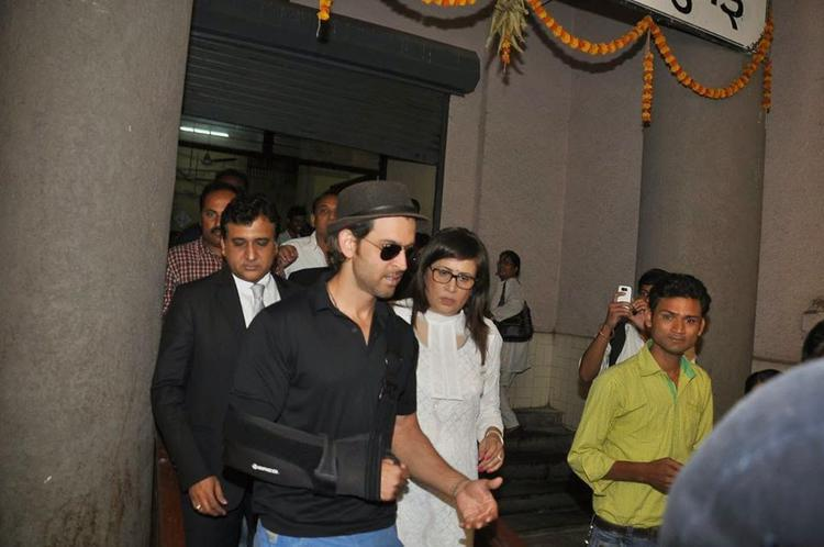 Hrithik Roshan Snapped Outside Of The Mumbai Court