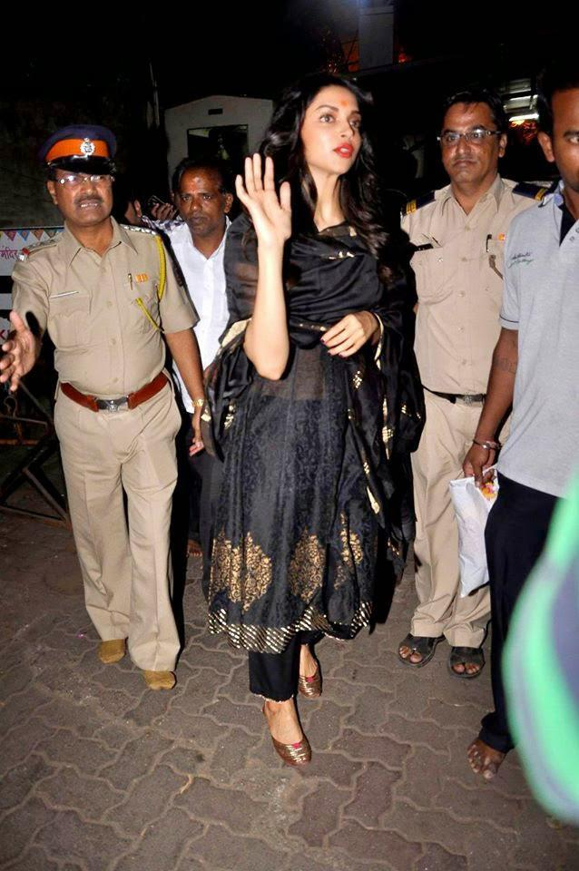 Deepika Padukone Waves Hand For Fans At The Outside Of Siddhivinayak Temple In Mumbai