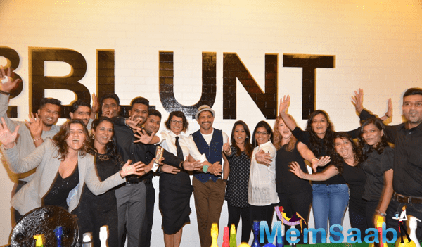 Adhuna,Farhan And Entire Team Posing For Shutterbugs At The Launch Of BBlunt Salon