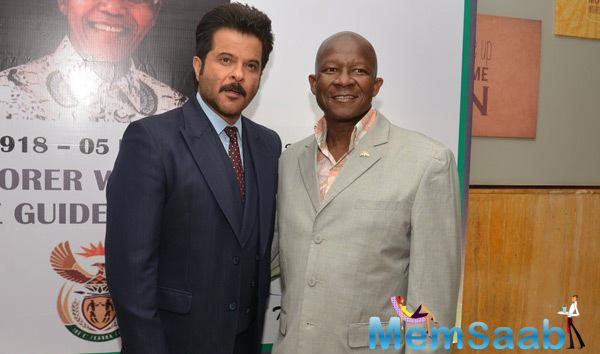 Anil Kapoor Posed With Pule Malefane During Nelson Mandela First Death Anniversary Function