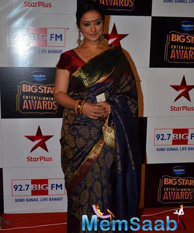 Divya Dutta Pose On Red Carpet At Big Star Entertainment Awards