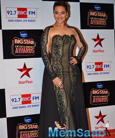 Hot Sonakshi Sinha At Big Star Entertainment Awards