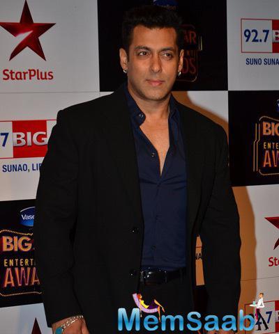 Superstar Salman Strikes A Dashing Pose At BIG STAR Entertainment Award