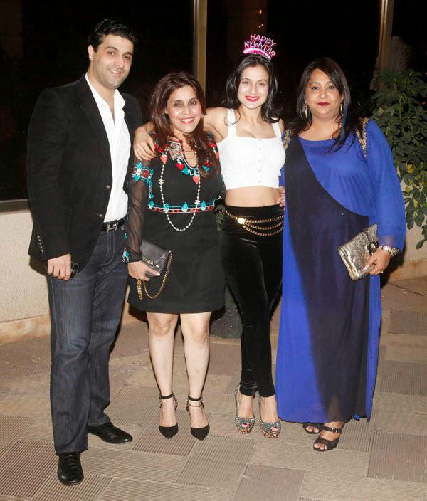 Ameesha Patel Celebrate New Year Bash At Sanjay Dutt Residence