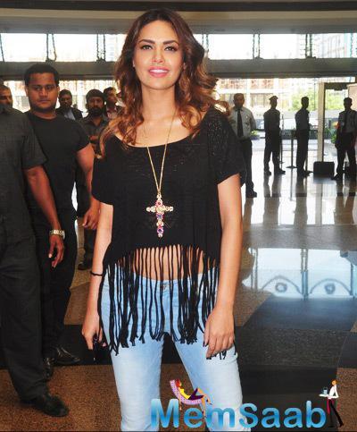 Esha Gupta Simple Causal Look During The Launch Of Splash Store