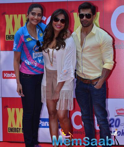 Sonam Kapoor,Bipasha Basu And Karan Singh Grover Cool Pose At CCL Red Carpet 2015