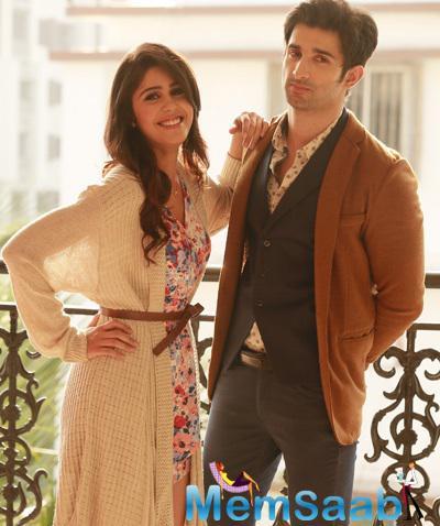 Suzanna Mukherjee And Sidhant Kapur Nice Pose Still From Badmashiyan Movie