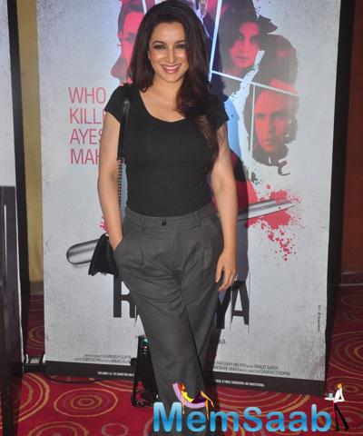Tisca Chopra Cool Smiling Pose At The Launch Of Rahasya Movie