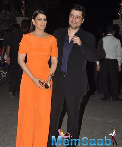 Sonali Bendre With Hubby Goldie Behl Graced At 60th Britannia Filmfare Awards 2015