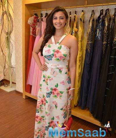 Daisy Shah At Asha Karla's Summer 2015 Couture Collection Hosted By Arpita Khan
