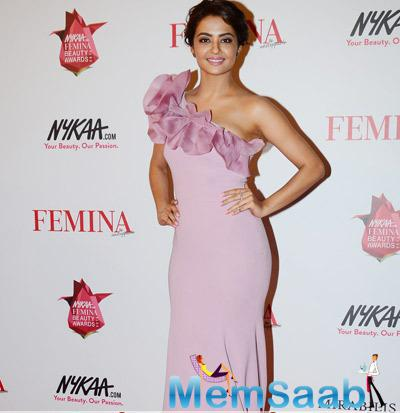 Surveen Chawla Looks Very Cute In This Outfit At The Awards Night