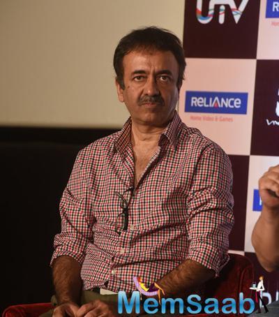 AamirKhanunveilsPKDVDwithVidhuVinodChopraandRajuHiranijpg