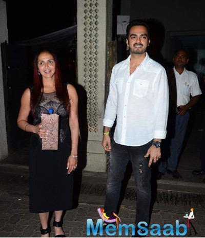 Esha Pose With Her Husband Bharat At Phoenix Mill