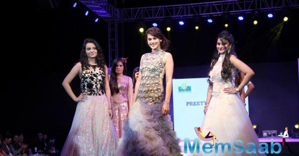 Taapsee Pannu Walked On Ramp With Models At Smile Foundation Ramp Show