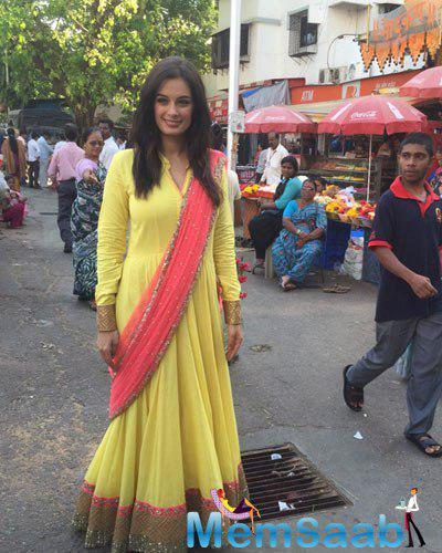Evelyn Sharma Looks Stunning In This Beautiful Outfit At Siddhivinayak Temple