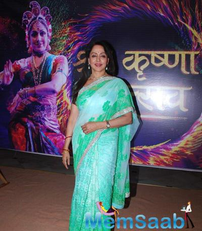 Hema Malini Looks Stunning In Dual Color Saree At Mathura Mahotsav