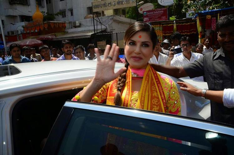 Sunny Leone Waves Hand Towards Fans At Siddhivinayak Temple