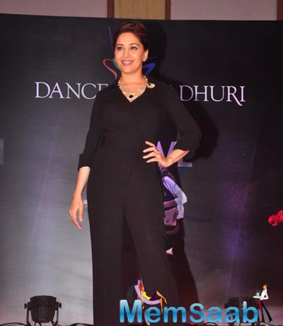 Madhuri Dixit Dazzling Hot Look During The Launch Of Madhuri Dixit Nene Online Dance Academy
