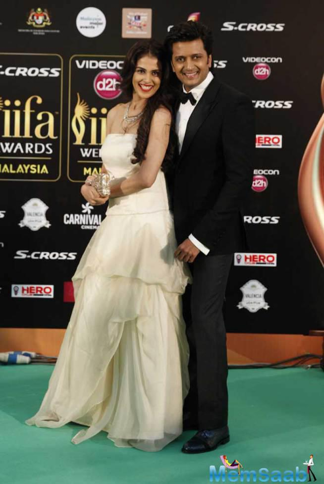 Genelia Pose On The Green Carpet With Hubby And Talented Actor Riteish