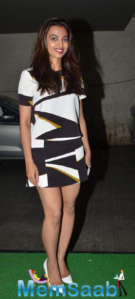 Radhika Apte Hot Look During The Special Screening Of Manjhi