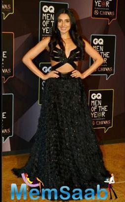Pernia Qureshi Opted For A Gorgeous Monisha Jaising Gown Asa She Poses At The GQ Awards Red Carpet