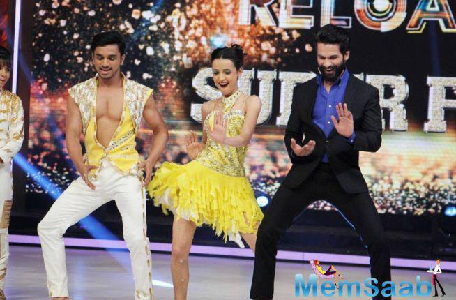 Shahid Joining Finalist Shanaya And Jai On Stage