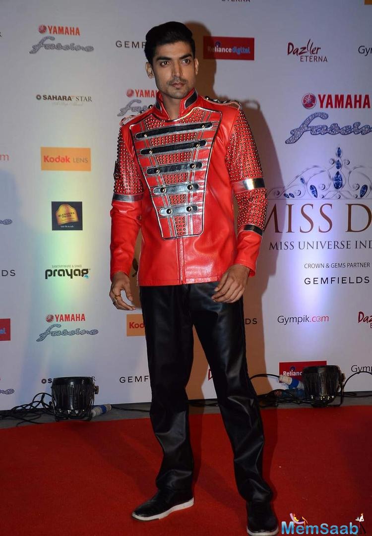 Gurmeet Chaudhary Posed On Red Carpet At Miss Diva 2015