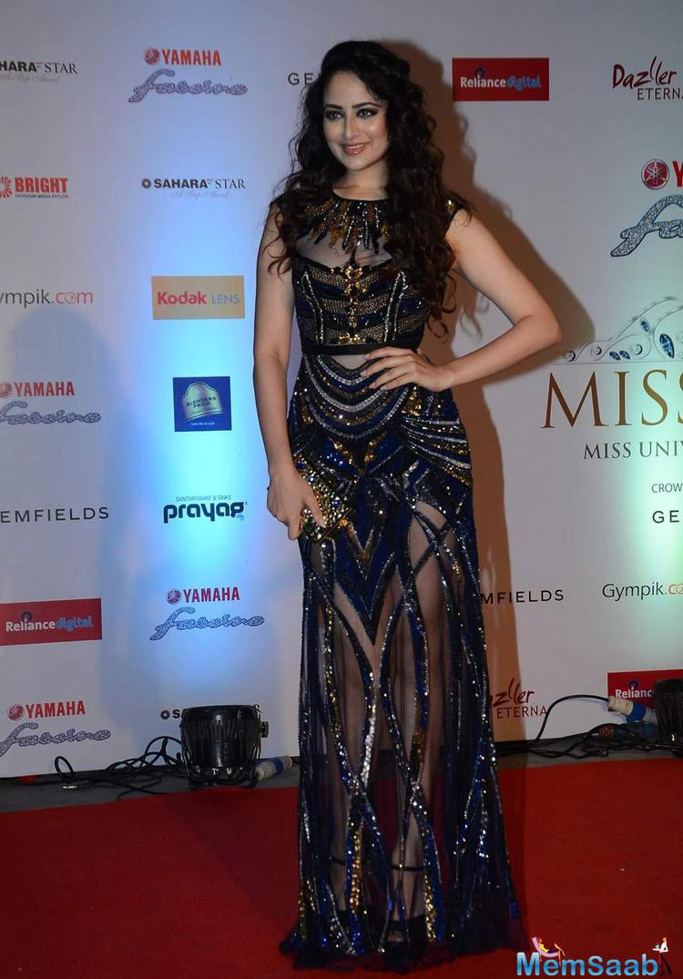 Zoya Afroz Glamour Look At Miss Diva 2015 Red Carpet