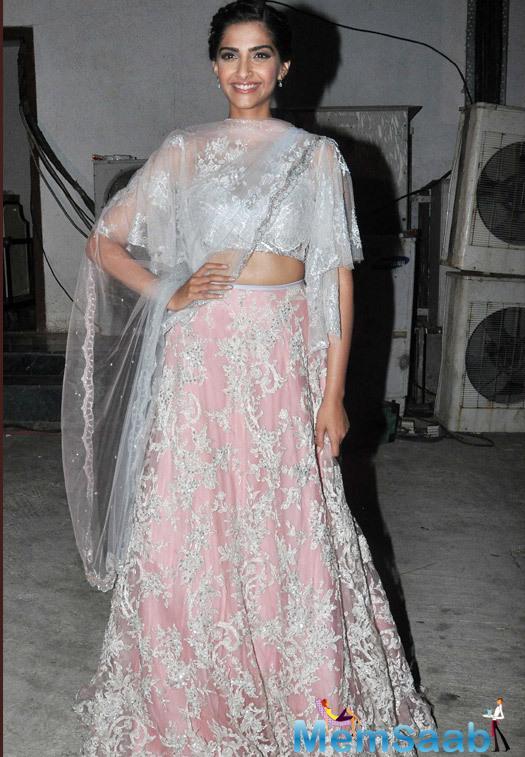 Sonam Kapoor Stunning Look During The Diwali Shoot Of Prem Ki Diwali For Life OK Channel