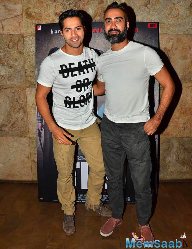 Varun Dhawan Posed With Ranvir Shorey