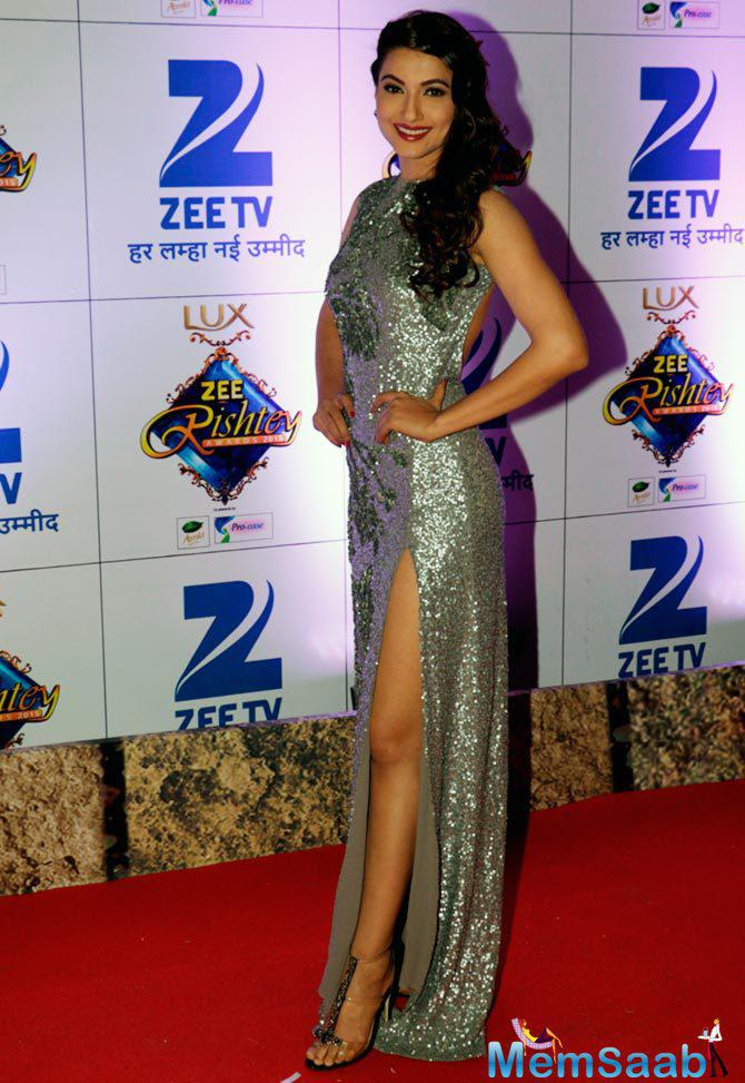 Gauhar Khan Dazzles In Her Shimmery Outfit At Zee Rishtey Awards 2015