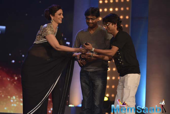 Tabu Presents Award To Music Director Duo Ajay-Atul For Their Work In The Film,Lai Bhari