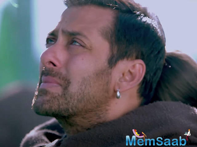 An anonymous phone caller has threatened to kill Salman Khan, prompting the Mumbai Police to launch a probe, an official said today.