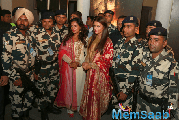 Some time back, the film also grabbed eyeballs when its cast and crew were allowed to shoot at the Wagah border, here also she strikes a pose with jawans.
