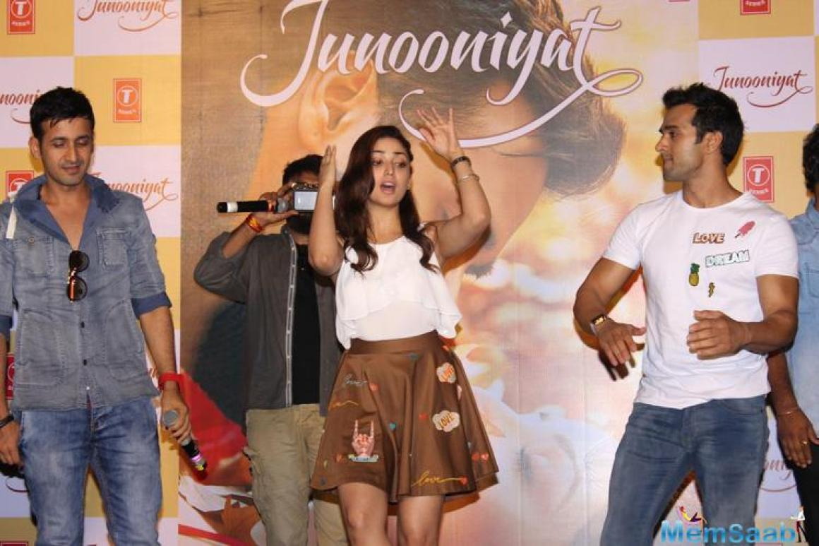 Yami Gautam and Pulkit Samrat are leaving no stone unturned in promoting their forthcoming romantic film 'Junooniyat'.Both the stars were photographed at promotional interviews for Junooniyat.