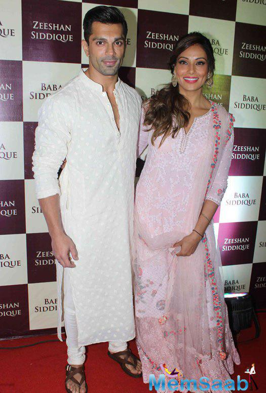 Bipasha Basu and Karan Singh Grover at Baba Siddique & Zeeshan Siddique Iftaar Dinner Party, Bipasha looked stunning in a pretty outfit .