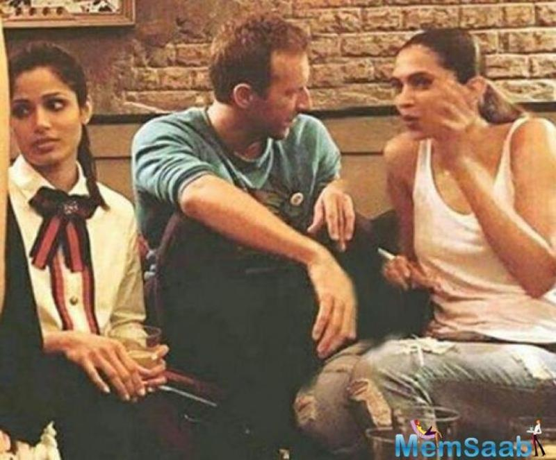 Reportedly, this party went on till 5 am in the morning. Here also seen Deepika and Farhan were snapped sharing a candid moment with Coldplay's vocalist, Chris Martin.