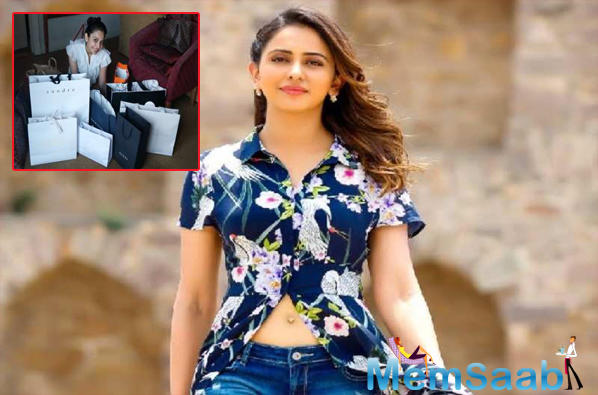 Women undeniably have a knack for shopping, however, the lovely De De Pyaar De actress Rakul Preet has certainly taken it to the next level by managing to go on a shopping spree in the midst of the shooting.