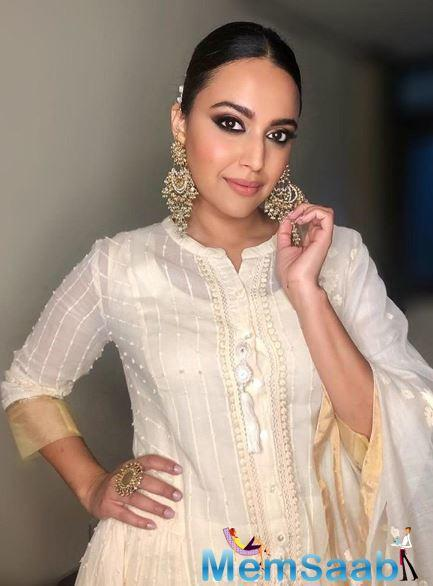 Misfortunes never come singly, they say. Well, that adage surely stands true for Swara Bhasker who seems to have had a series of unfortunate events with her footwear.