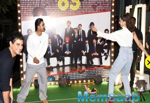 Ranveer Singh and Deepika Padukone hit the dance floor with the other cast and refused to give rest to their dancing feet.