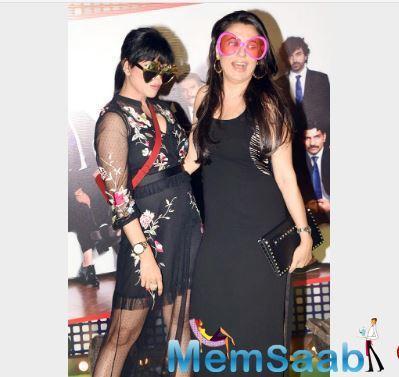 Wardha Nadiadwala and Mini Mathur pose for the photographers at the bash.