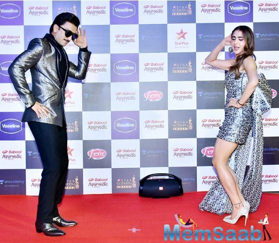 Later, he teamed up with Sara Ali Khan for a quick dance performance. The duo danced their hearts out, leaving no stone unturned to cheer the crowd.