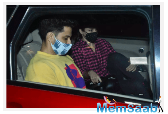 Meanwhile, both Soha and Kunal are often seen treating their fans with loved-up pictures of themselves and their adorable daughter Inaaya Naumi Kemmu on social media.